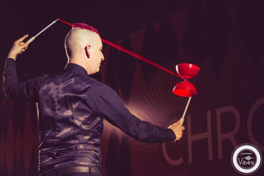 Paul Incredible performing vertical diabolo at Chromos restaurant